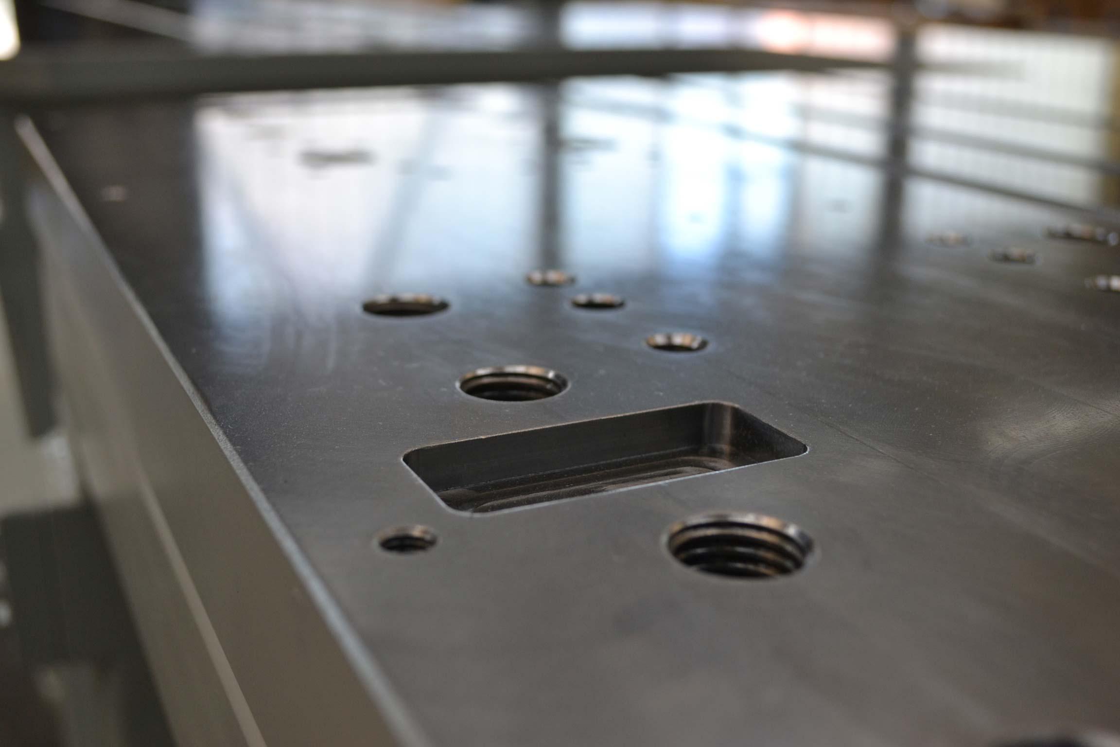 Maschinentisch mit den Maßen 4150 x 1060 x 1020 mm